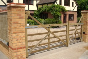 Shingle drive with 2m brick wall and electric gates